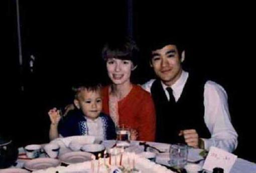 Image result for Брюс Ли: Түүний хайртай гэргий болон хүүхдүүд